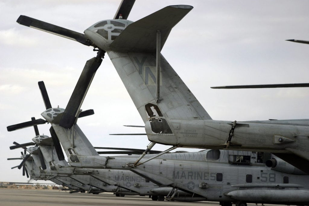 US_Navy_041118-M-6237R-014_CH-53E_Super_Stallion_helicopters_are_parked_on_the_flight_line_as_Marines_and_Sailors_of_the_31st_Marine_Expeditionary_Unit_(MEU)