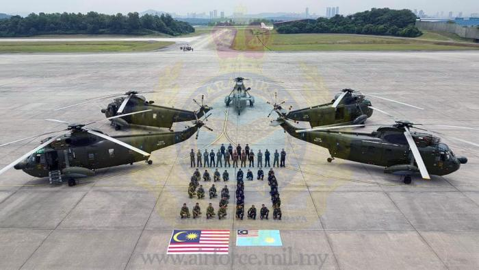 Sikorsky-Nuri-S-61-pilots-and-crew-with-the-aircraft-in-RMAF-livery-custom_700x700