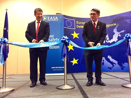 Patrick Ky, executive director of EASA and Loh Ngai Seng, Singapore permanent secretary of transport open the new EASA regional office in Singapore. Photo courtesy of EASA